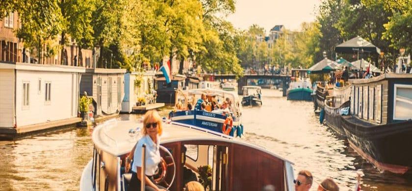 Saloonboat III