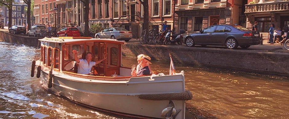 Saloonboat II